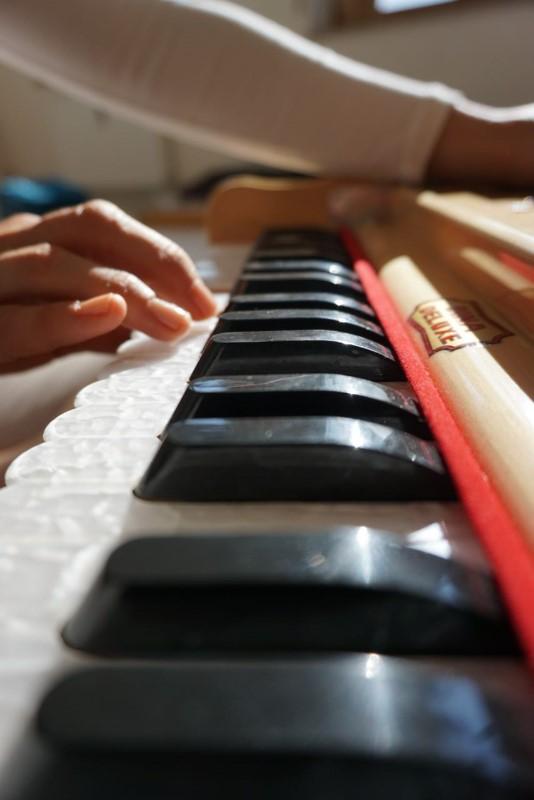 Auch-Katja-spielt-Harmonium-Bild-v.-Alexandra-Schmidt